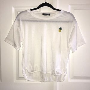 3/35 NWOT White Uneven Pineapple Embroider T-shirt